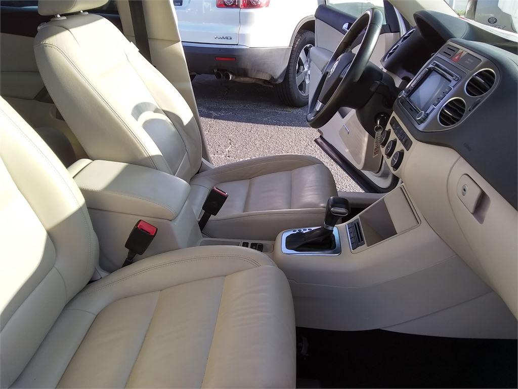 2010 Volkswagen Tiguan SE 4Motion photo