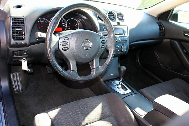 The 2010 Nissan Altima 3.5 SR