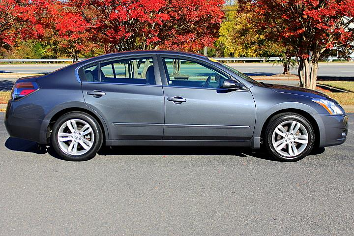 2010 Nissan Altima 3.5 SR photo