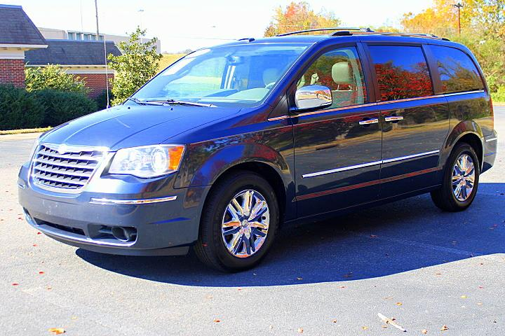 2008 Chrysler Town & Country Limited photo