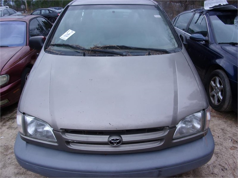 The 1998 Toyota Sienna LE