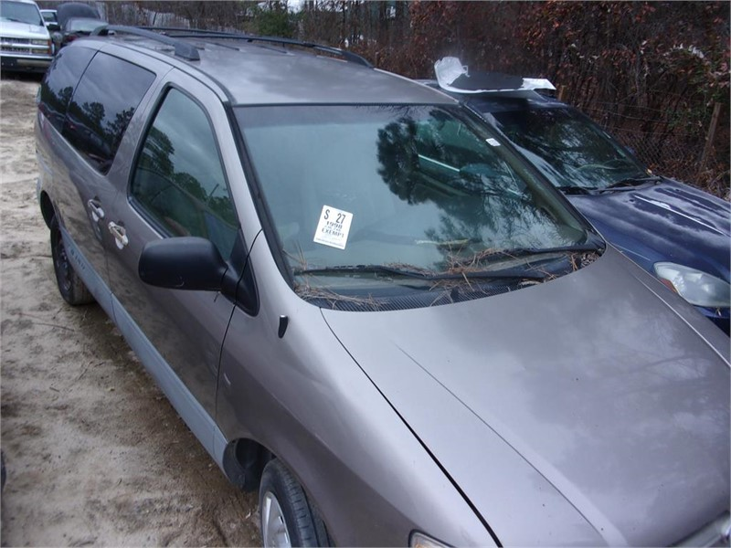 1998 Toyota Sienna LE photo
