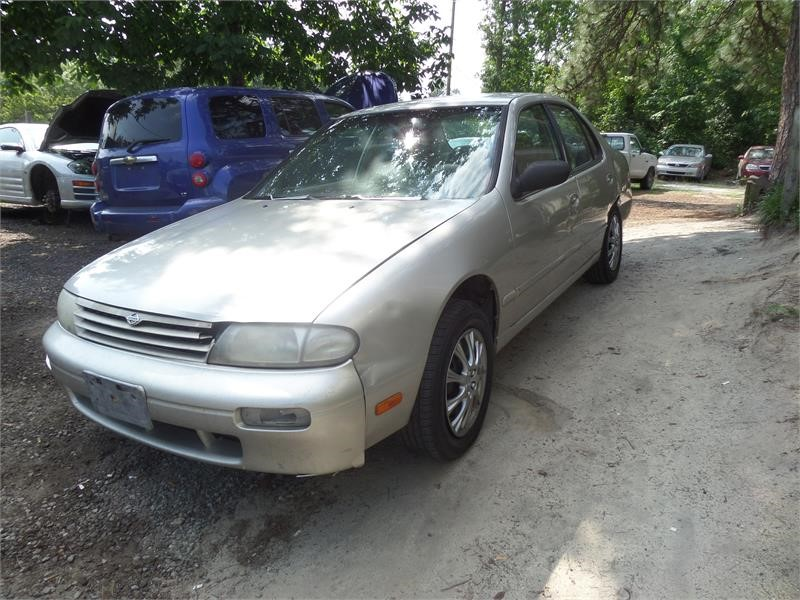 1997 Nissan Altima XE photo