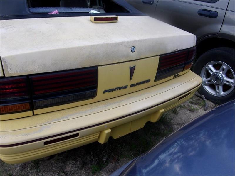 1992 Pontiac Sunbird SE photo