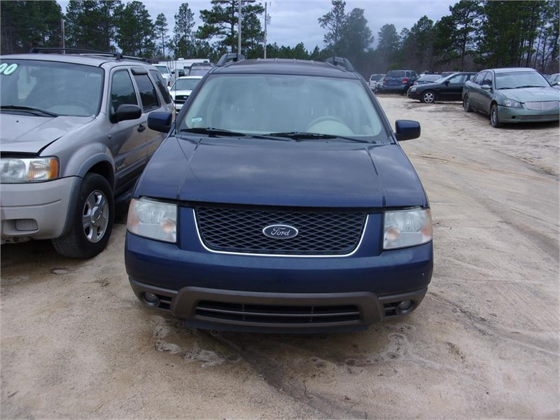 The 2005 Ford FreeStyle SEL photos