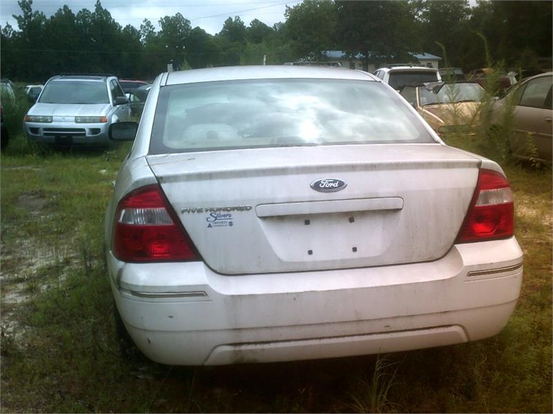 The 2006 Ford Five Hundred SE
