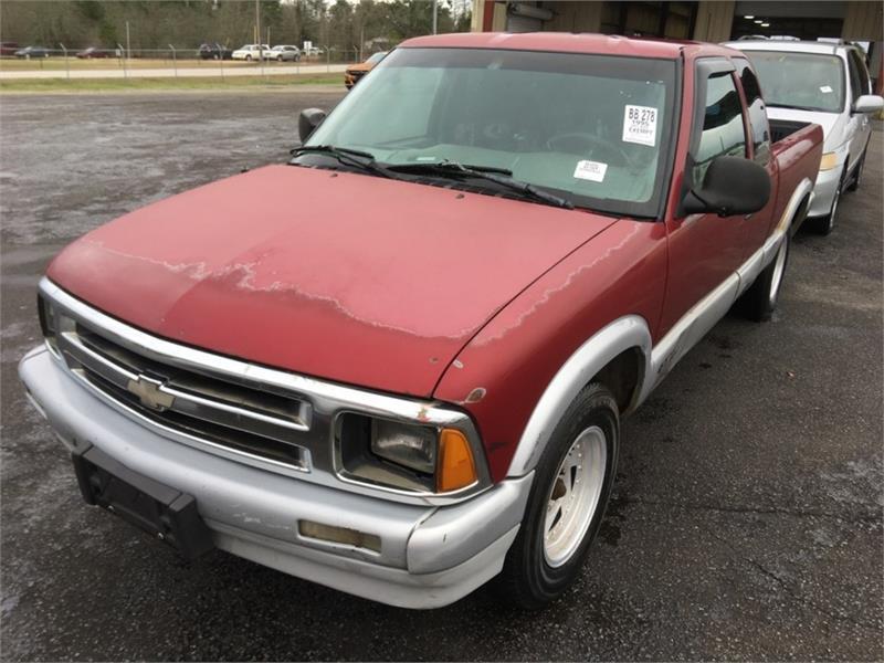 The 1995 Chevrolet S-10 LS photos