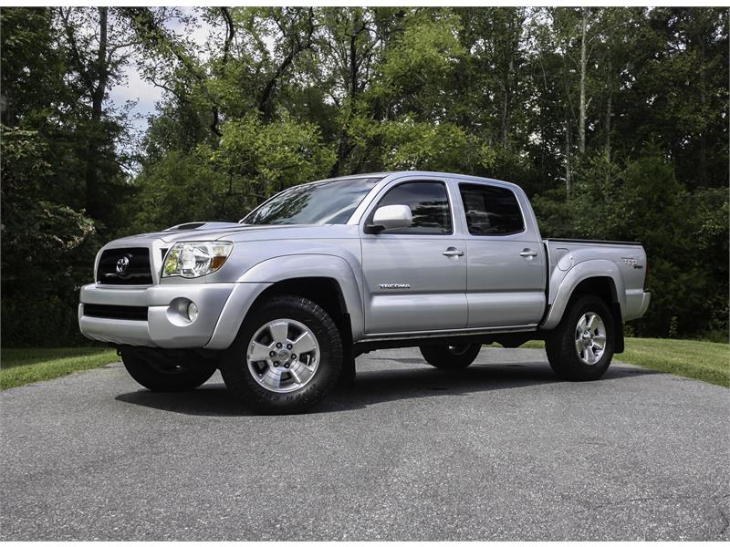 https://dsscars.com/dealerpicsnew/1/6/8/9/1689_V20180907174240.jpg