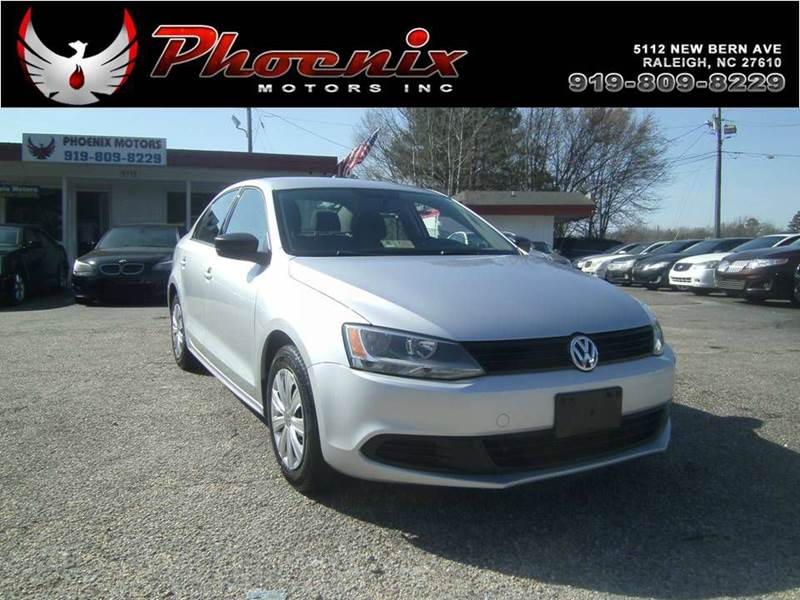 The 2011 Volkswagen Jetta photos