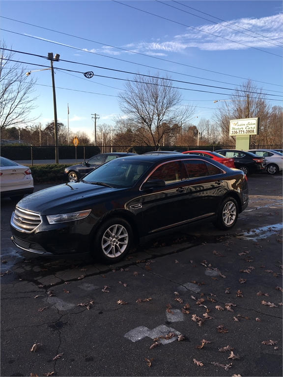 2013 Ford Taurus SE photo