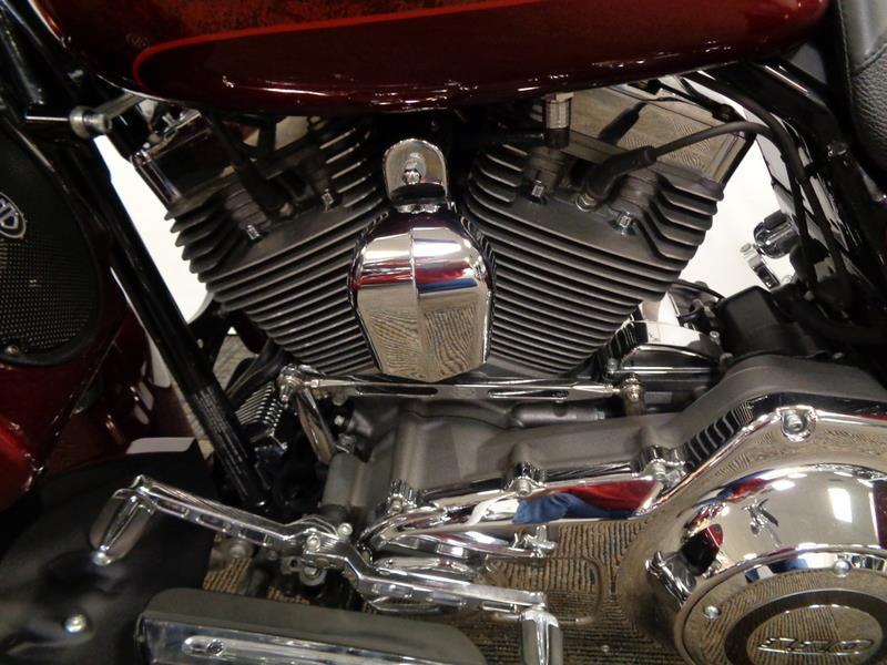 2013 Harley-Davidson FLHRSE5 - CVO™ Road King  photo