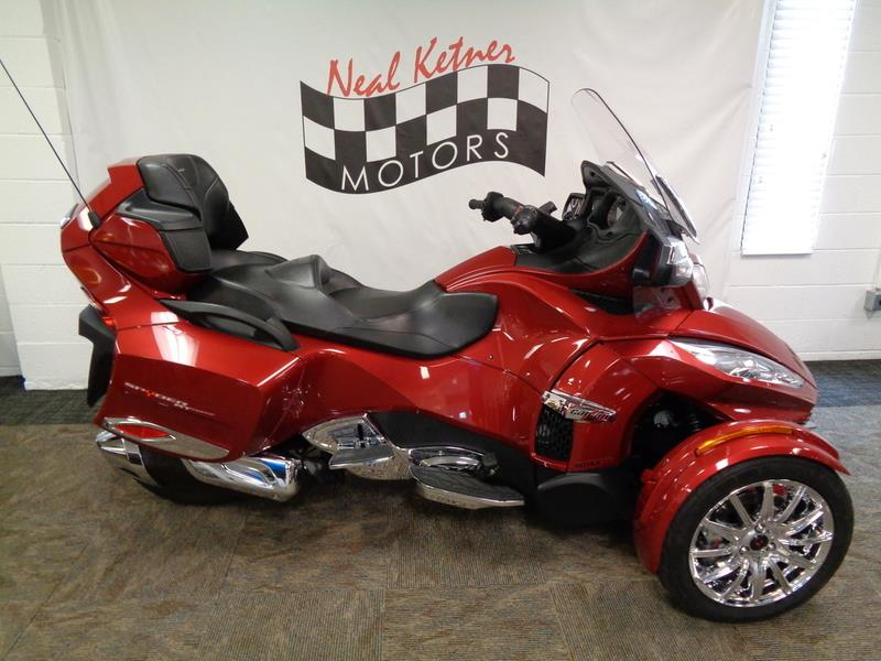The 2015 Can-AM Spyder® RT Limited SE6  photos
