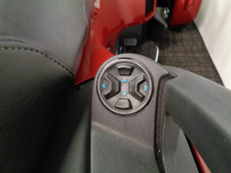 2015 Can-AM Spyder® RT Limited SE6  photo