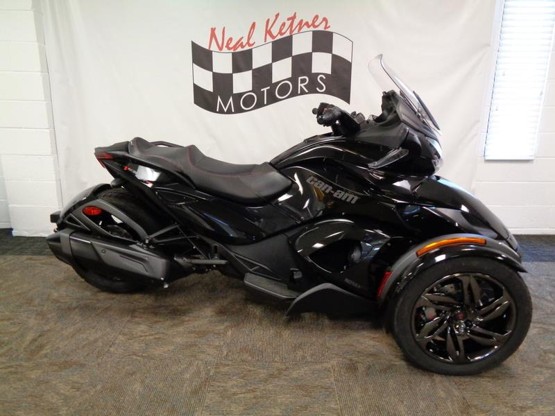 The 2016 Can-AM Spyder® ST-S  photos