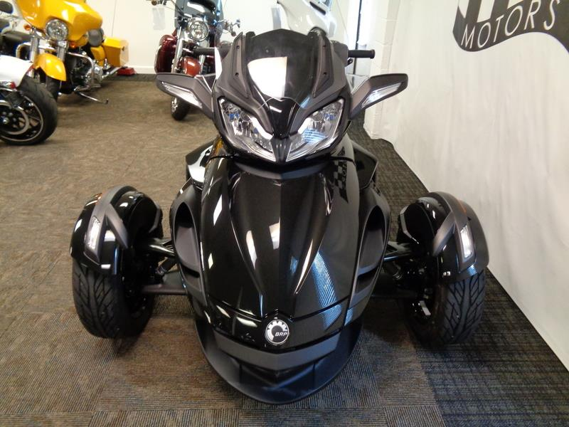2016 Can-AM Spyder® ST-S  photo