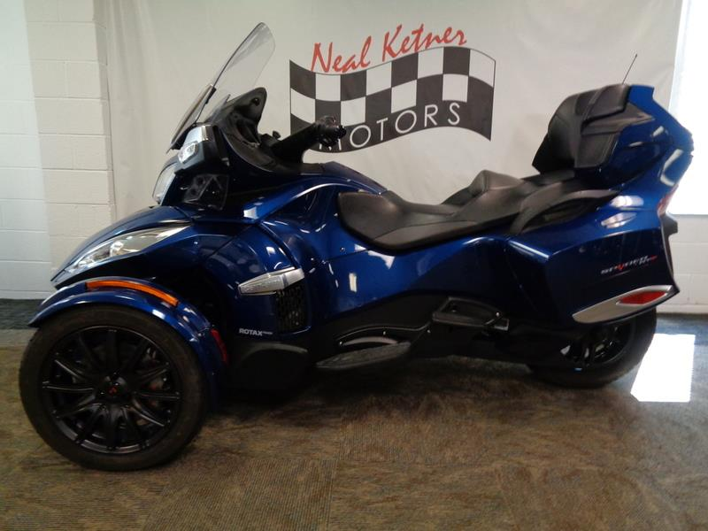 2016 Can-AM Spyder® RT-S 6-Speed Semi  photo