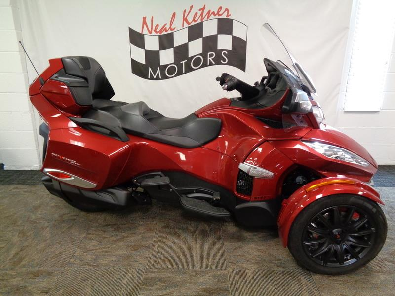 2015 Can-AM Spyder® RT-S 6-Speed Semi  photo