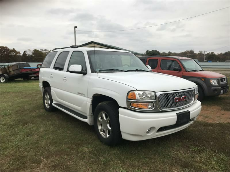 2001 GMC Yukon Denali photo