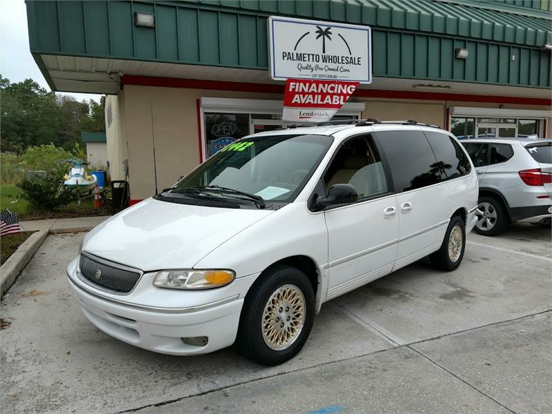 The 1996 Chrysler Town & Country LXi photos