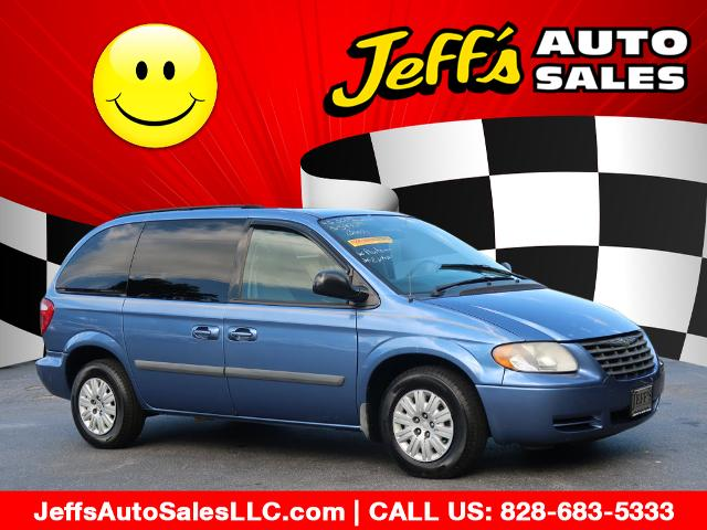 2007 Chrysler Town & Country photo