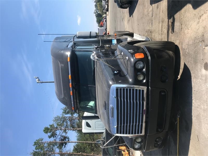 2004 Freightliner CONVENTIONAL ST120  photo