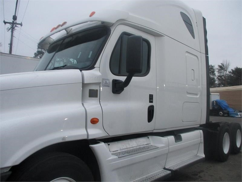 2014 Freightliner Cascadia 125  photo
