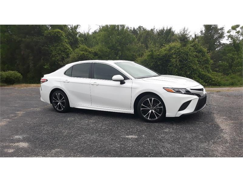 The 2019 Toyota Camry SE  photos