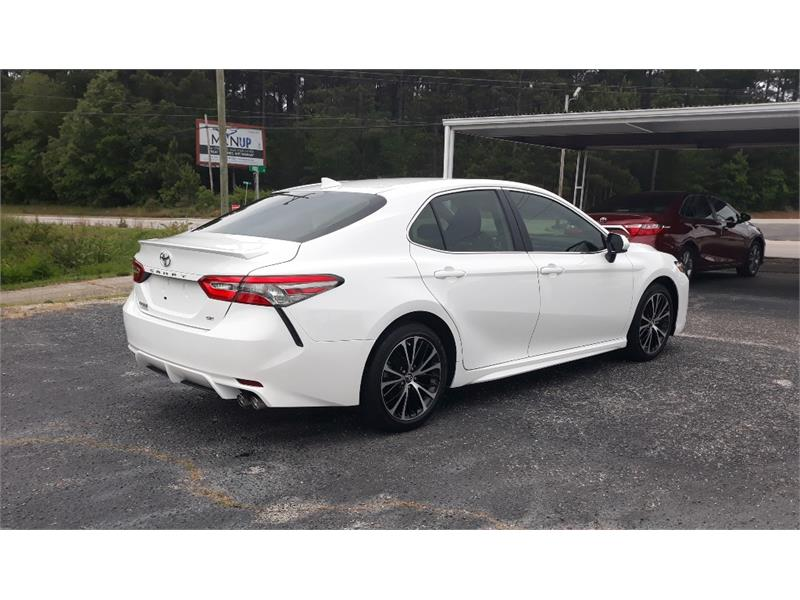 The 2019 Toyota Camry SE