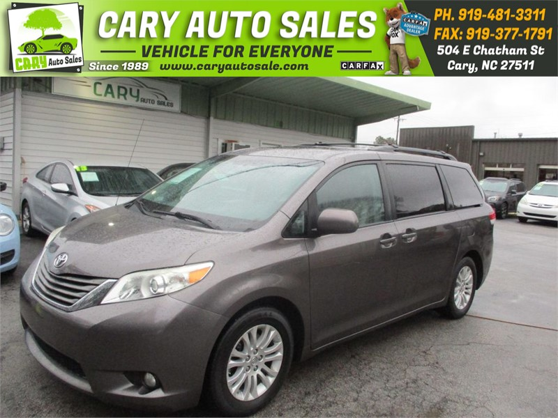 The 2012 Toyota Sienna XLE 7-Passenger Auto Access Se photos