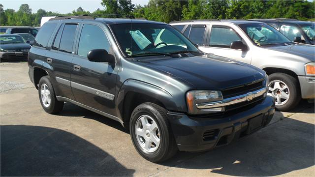The 2003 Chevrolet Trailblazer LS