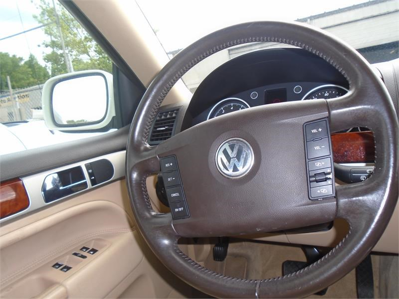 2005 Volkswagen Touareg V6 photo