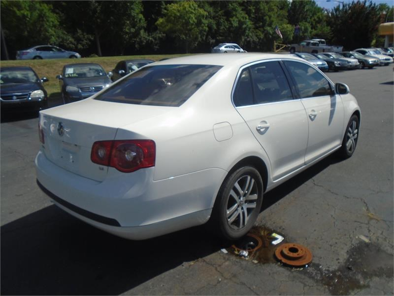 2005 Volkswagen Jetta 2.5 photo