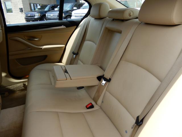 2011 BMW MDX 528i photo