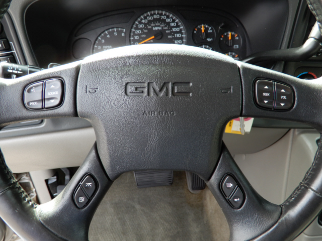 2004 GMC Yukon SLE photo