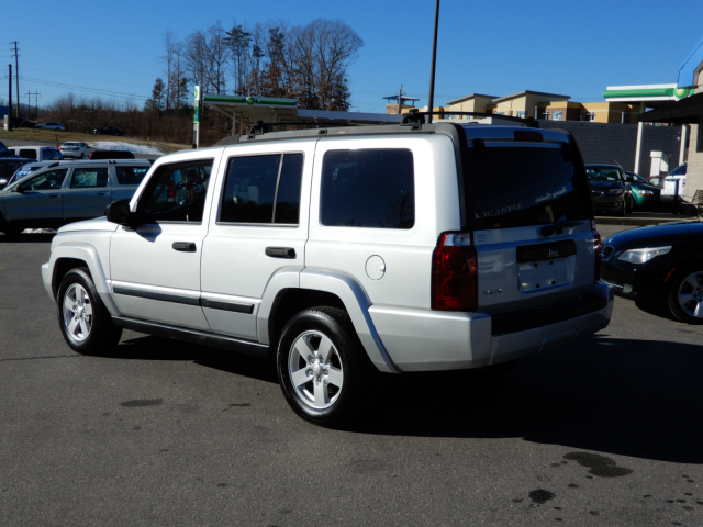 2006 Jeep Commander photo