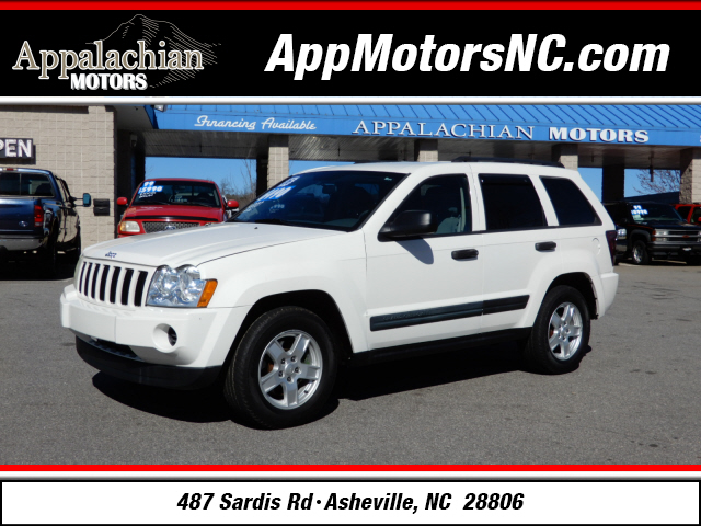 The 2006 Jeep Grand Cherokee Laredo photos