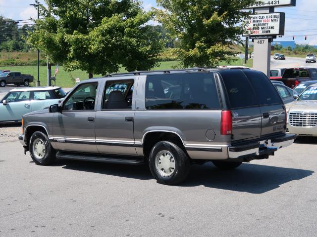 1999 Chevrolet Suburban C1500 photo